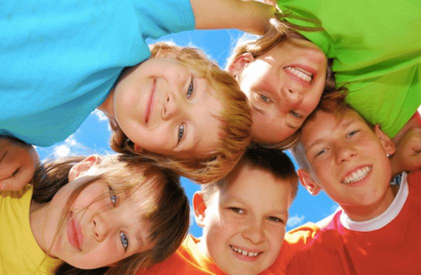 niños en la escuela de verano