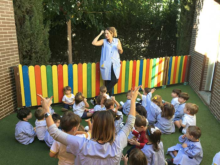 Disfrutando del buen tiempo otoñal en Nursery School