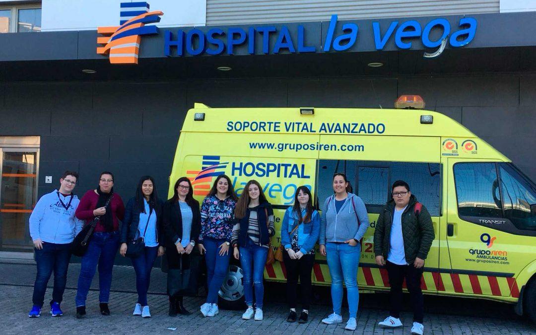 Los alumnos de Farmacia y Parafarmacia visitan la farmacia hospitalaria de La Vega